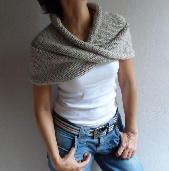 Hand Knit Infinity Scarf Chunky Scarf Cape Hood  de bysweetmom sur DaWanda.com