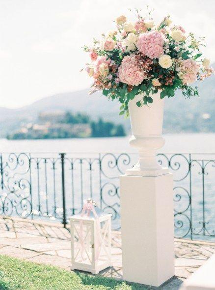 Маленький итальянский городок, залитый солнцем, узкие улочки, свежий морской бриз, запах роз и только близкие люди рядом — разве это не свадьба мечты?