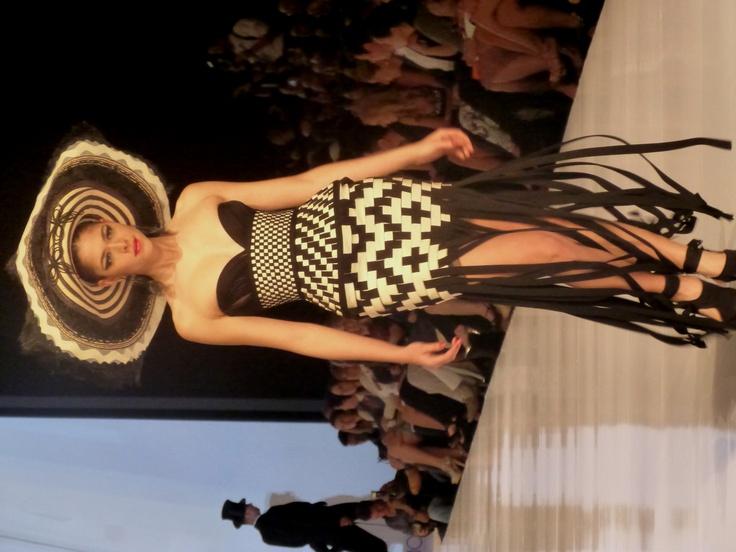 """Diseño Jean Paul Gaultier inspirado en la artesanía Colombiana, """"que hermoso"""""""