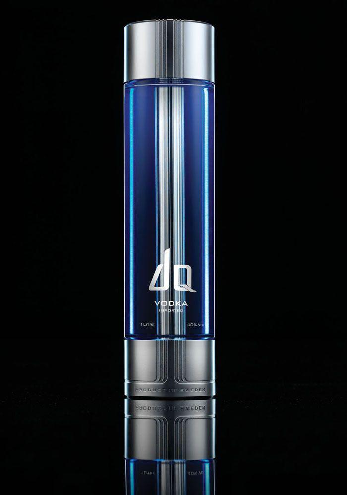 Έχει καταβληθεί κάθε δυνατή προσπάθεια για να δημιουργηθεί ένα μπουκάλι που τιμά πραγματικά το περιεχόμενό της Βότκα και προσφέρει απτά πολυτέλεια, τόσο από την άποψη της εξωτερικής σχεδίασης και το υγρό στο εσωτερικό.