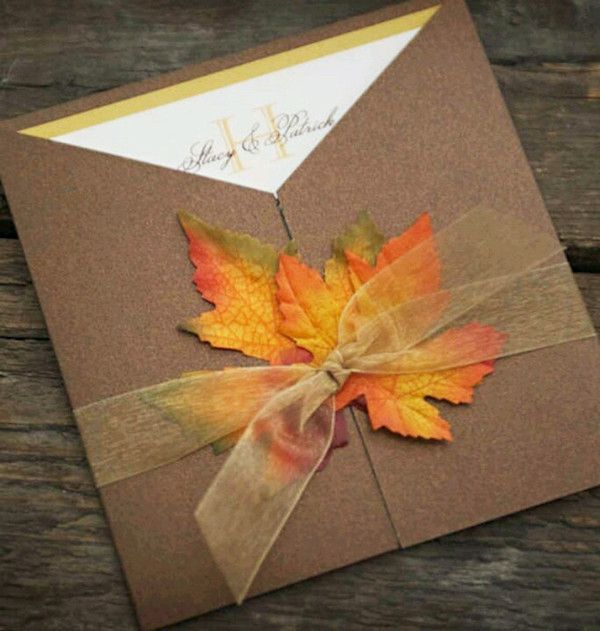 Fall wedding invitation with dried leaves - so pretty! #wedding #fall #autumn #invitations #weddinginvite