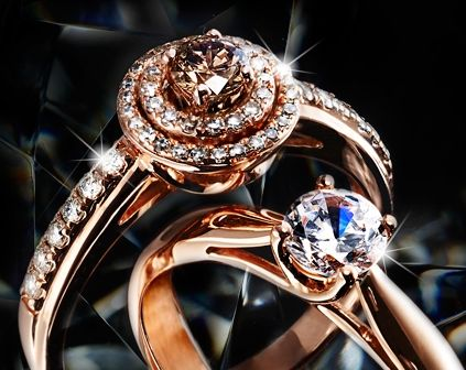 The in-trend of the moment. Rose gold paired with diamonds.