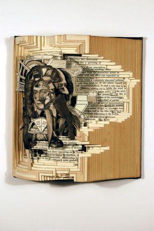 本を切り抜いて作られているらしい。紙とは思えない精密さがすごい。