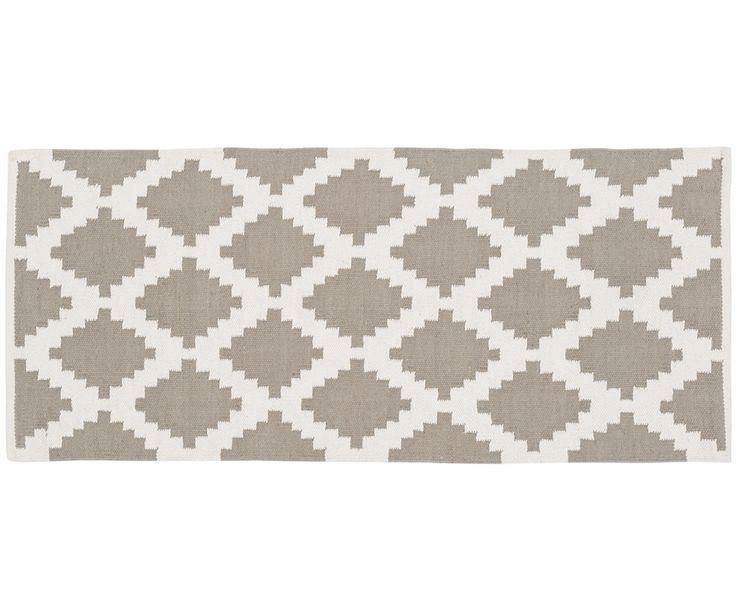 Gehen Sie mit handgewebter Läufer Siesta in Grau, Weiß wie auf Wolken. Entdecken Sie weitere tolle Teppiche von LIV INTERIOR auf >> WestwingNow.