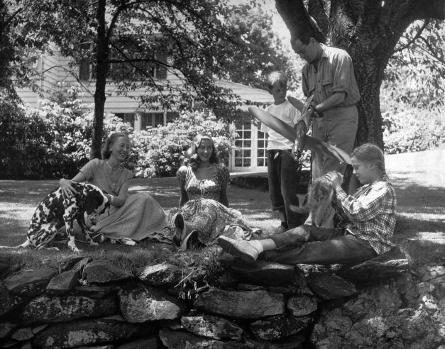 Henry and Frances Fonda with Peter and Jane, @ right, and stepdaughter Frances Brokaw second from left. In Connecticut in 1948.