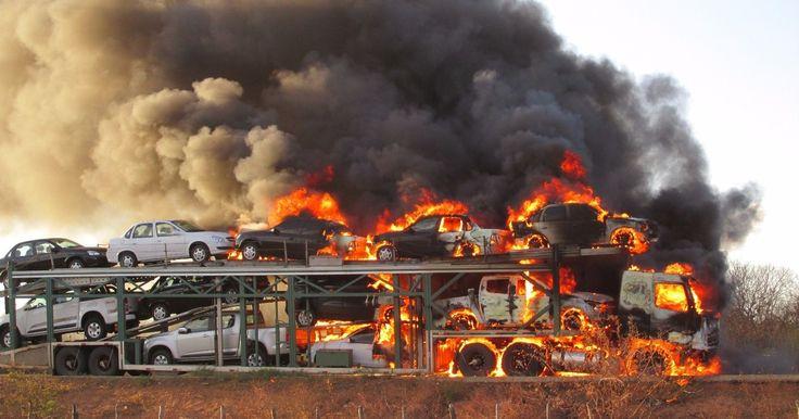 Caminhão-cegonha carregado com carros pega fogo no Sul do Piauí http://historiasbrasil.com.br/
