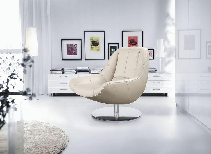 Fotel Solo to ciekawie zaprojektowany mebel, który dzięki charakterystycznym przeszyciom przyciągnie wzrok już od wejścia do salonu. #GalaCollezione #fotel #fotele  #inspiracje #inspiration #meble #armchair