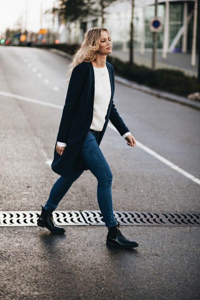 Habit tenue jean boyfriend bottines a talon epais bottines ouverte