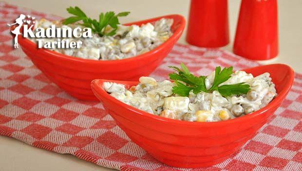 Yoğurtlu Makarna Salatası Tarifi nasıl yapılır? Yoğurtlu Makarna Salatası Tarifi'nin malzemeleri, resimli anlatımı ve yapılışı için tıklayın. Yazar: Pembe Tatlar