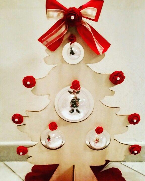 Albero natalizio con struttura in legno
