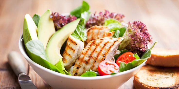Sie macht dauerhaft schlank und hilft ganz nebenbei auch noch bei Bluthochdruck – die DASH-Diät. Lesen Sie hier, wie einfach abnehmen sein kann.