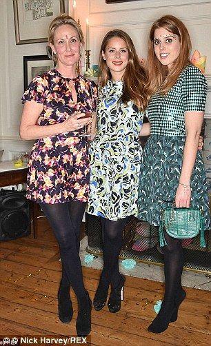 Вот, Ирен присоединяется приятель Принцесса Беатрис на модные вечеринки