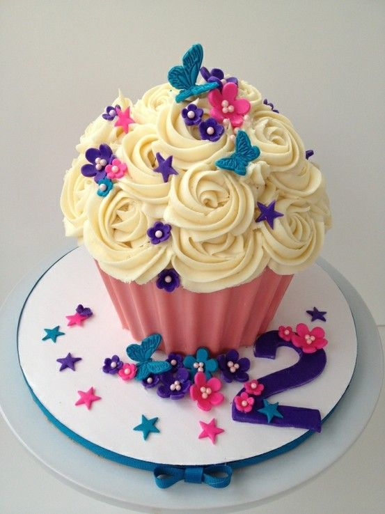 -Cute giant cupcake; My kid will have a giant cupcake every year for their birthday!