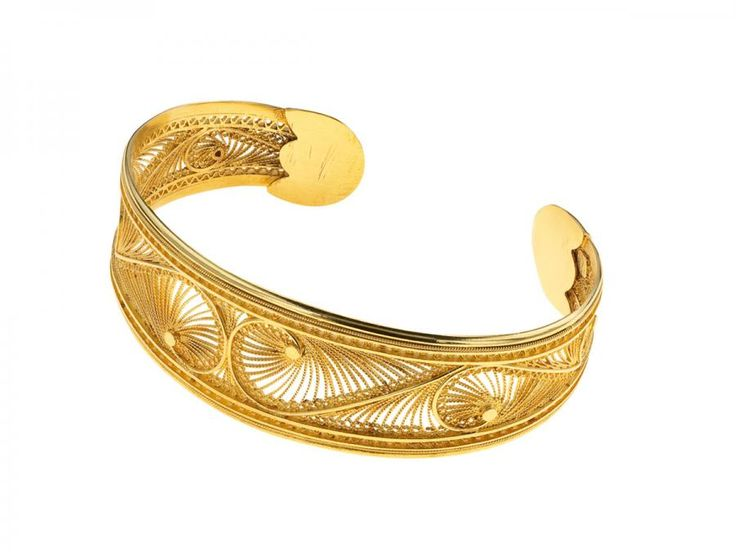 Our much loved Gold Fenicio bracelet! Visit us at www.kokku.co.uk