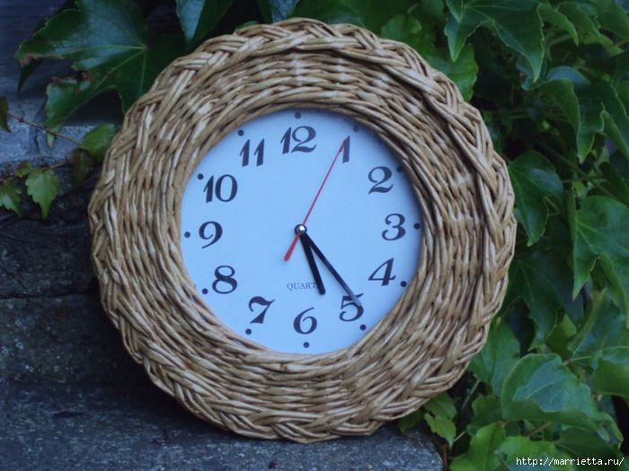 Reloj de papel de periódico - wall clock with newspaper