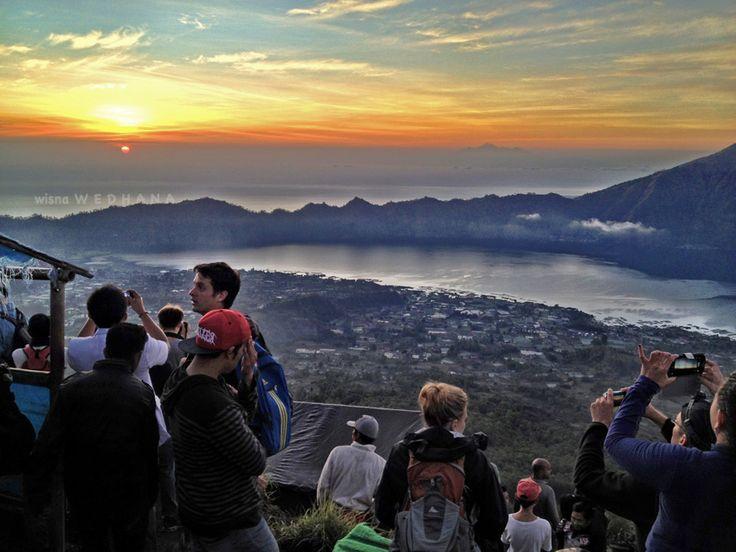 Sunrise on the top of Mount Batur. #sunrise #mountain #mountbatur #bali #indonesia
