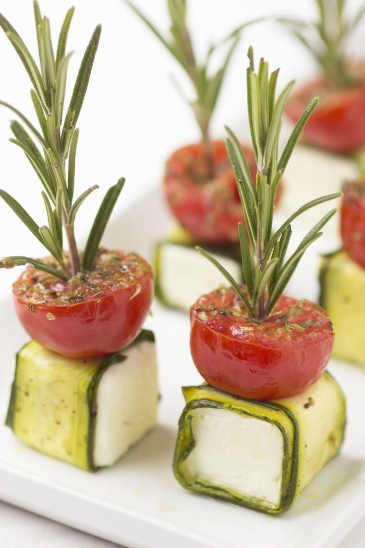 Fetakaashapje met courgette en tomaat