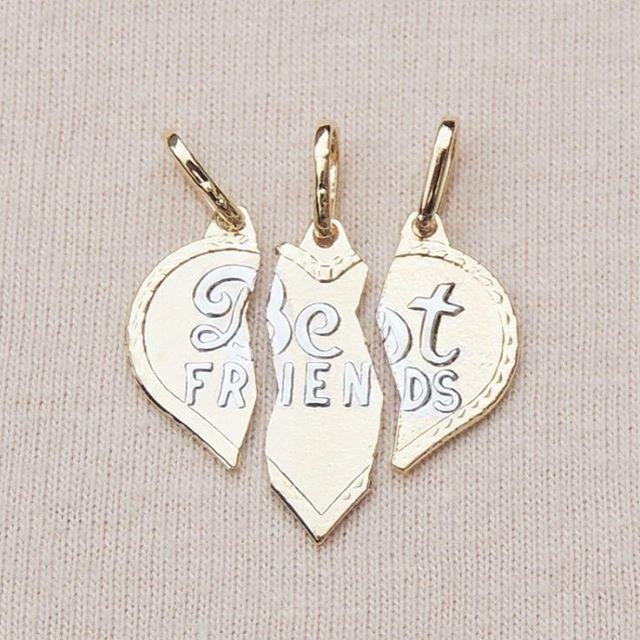 Pingente triplo para as amigas! #compregalle #revendagalle #limeiraatacado #atacado #semijoias #galle #gallefolheados #folheadosaouro #folheadosaprata #prata990 #lancamentos #pingentes #BFF #bestfriends #pendants #orolaminado #wholesale #correntes #pingente #dourados #rodio