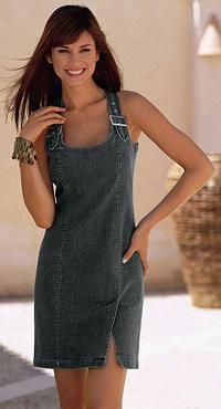 Vestidos de verano de los pantalones de mezclilla. Una bella réplica