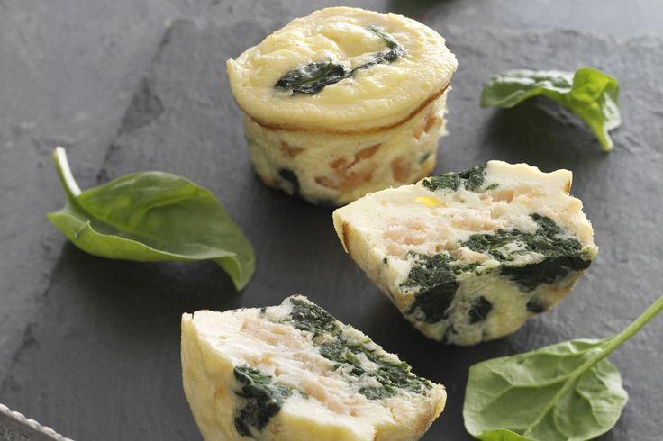 Muffinsforme kan bruges til andet end søde sager. Her en let opskrift på lækre muffins med spinat og laks – gode til 5:2 Kurens fastedage.