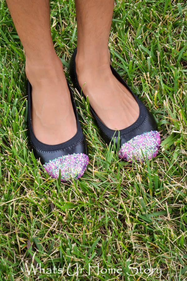 Jak vylepšit dívčí okopané střevíčky a udělat z nich boty pro princeznu. (já na to s oblibou používám ještě lak na nehty :-D )