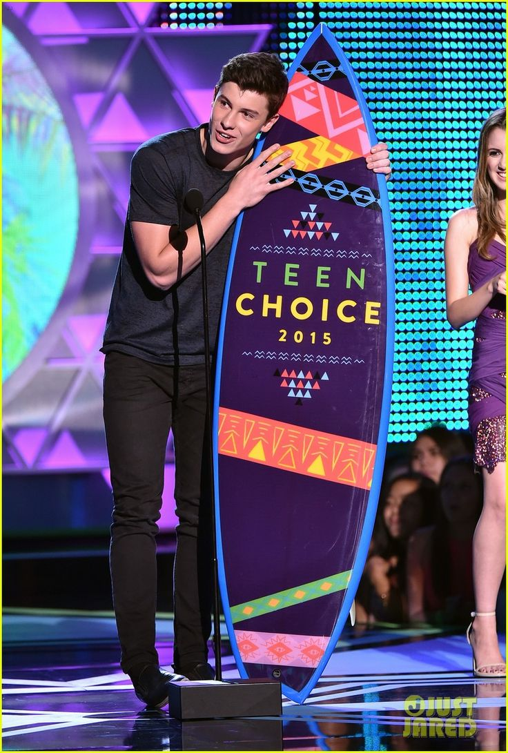 shawn mendes wins 2015 teen choice awards. side note: he's as tall as the surfboard