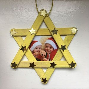 Make Christmas decorations with children