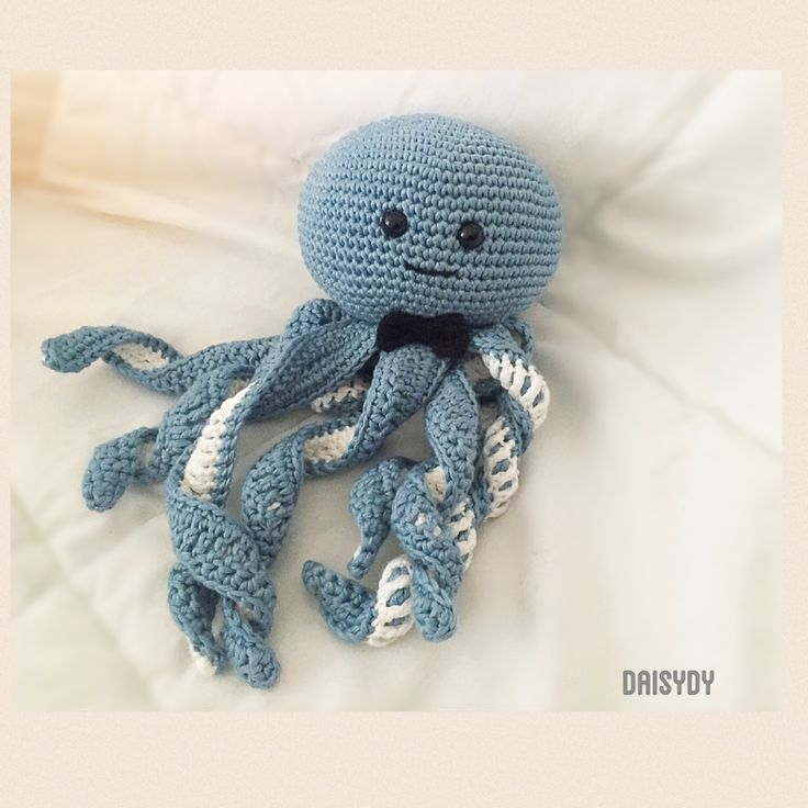 #Octopus #octopuscrochet #polipoamigurumi Pattern free http://www.thefriendlyredfox.com/2016/02/amigurumi-octopus-baby-toy-free-pattern.