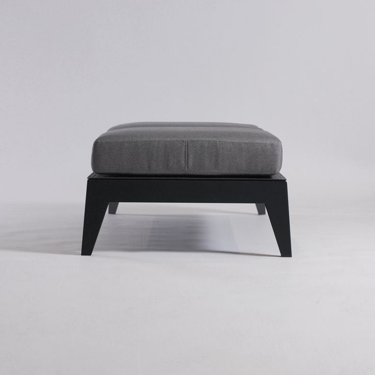 Panca imbottita senza schienale E10 Collezione E by ODESD2 design Nikita Bukoros
