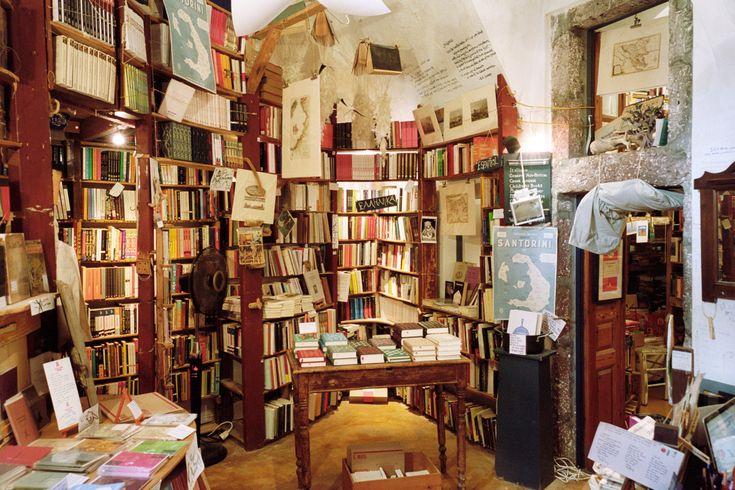 Inside Atlantis Books on the Greek island of Santorini - Freunde von Freunden
