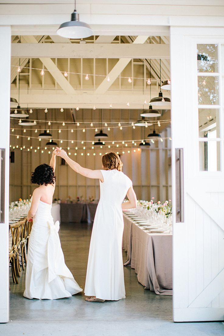 bridal portraits - photo by Birds of a Feather http://ruffledblog.com/soft-and-romantic-wedding-at-lombardi-house