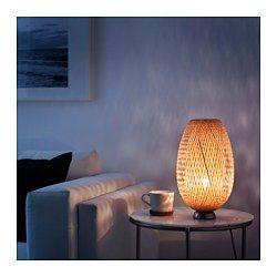 IKEA - BÖJA, Lampada da tavolo, , Il paralume in bambù intrecciato crea un motivo decorativo sulla parete.Ogni paralume realizzato a mano è unico.
