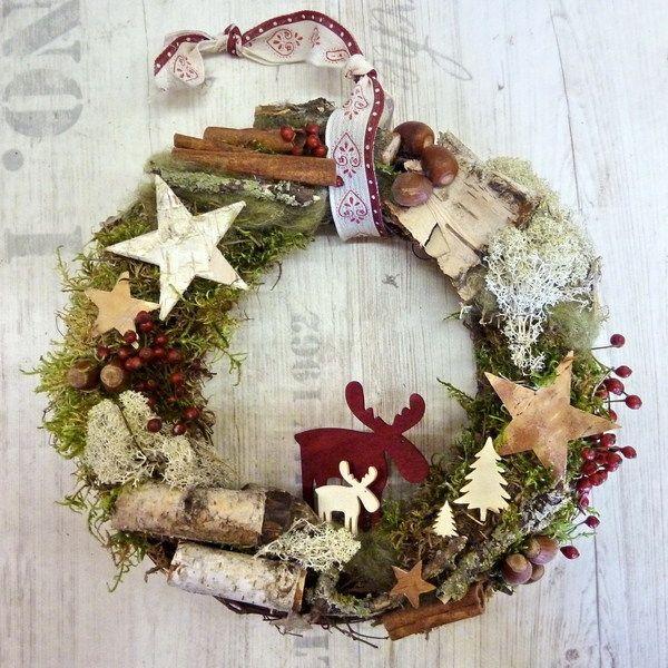 An diesem Türkranz  mit den Holzelchen und den wunderschönen Zutaten aus der Natur wirst du dich in der Weihnachtszeit erfreuen...    Ein wunderschöne