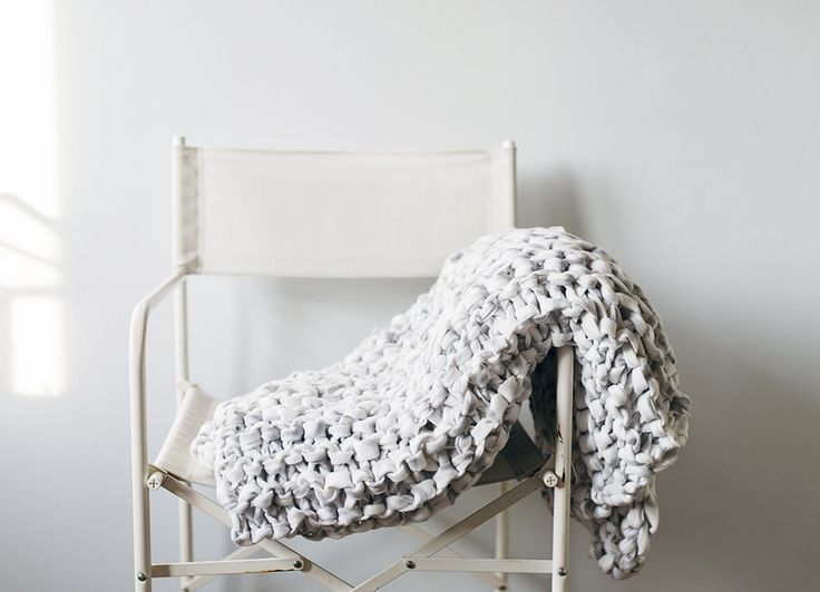 Giant knitted fleece blanket. Looks like it could be easily done in crochet: 7 fleece blankets cut into 10mm strips, and the biggest crochet hook you can find.