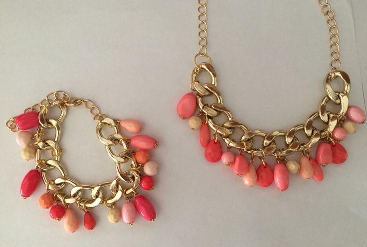 Collar y manilla tonos rosa