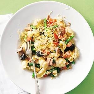 Goede combi, makkelijk, vaak in  huis! Recept - Pasta met tonijn en groenten - Allerhande
