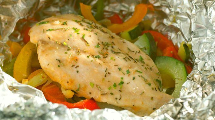 Foliebakt kyllingfilet med grønnsaker - Sunn - Oppskrifter - MatPrat