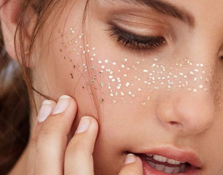 Foil freckles are the trend that is going to be everywhere this summer – and they're incredibly simple to apply.