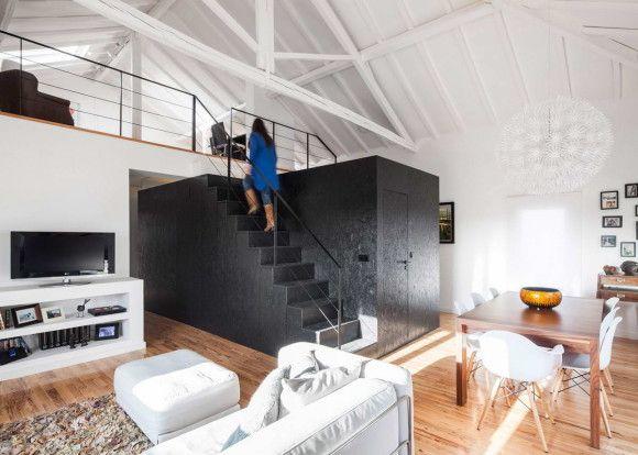 Новый интерьер дома-сарая в Португалии