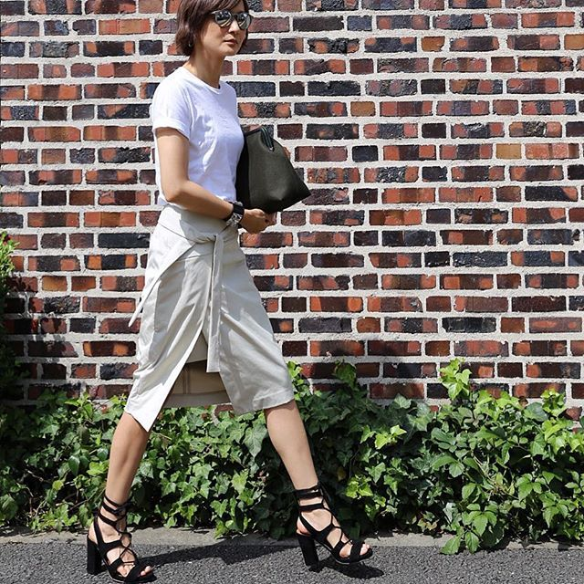 SnapWidget | #outfit 朝からサンダルが履きたくなりました☀️