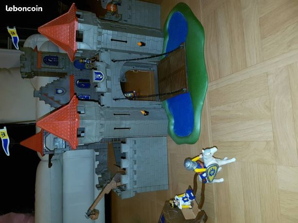 Grand chateau fort Playmobil