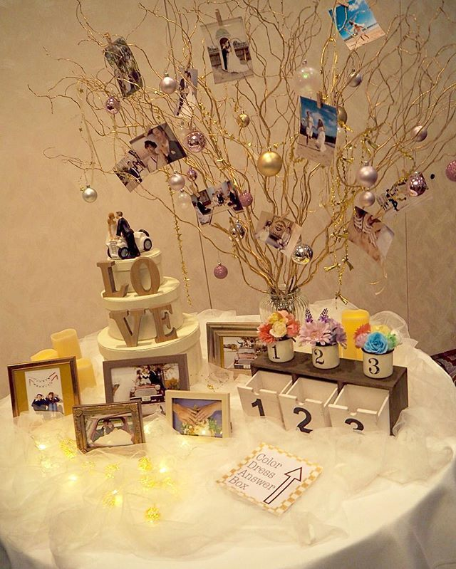123レポ*18 ウェルカムスペース♥ ここも指示書通りでした♥ そしてみんな写真撮ってくれてた♥♥ 色当ての案内紙の英語は文法メチャクチャだけど、みんなが知ってる単語でわかりやすく!笑 チュール買い足したのでフワッフワにしてくれてました * #123結婚式レポ#結婚式レポ#ウェルカムスペース#ウェルカムツリー#ウェディングツリー#ケーキトッパー#オーナメント#カラードレス色当てクイズ#カラードレス色当て#回収箱#投票箱#造花#花嫁DIY#LEDライト#ルミナラ#LEDキャンドル#写真立て#LOVEオブジェ#チュール#指示書通り#プレ花嫁#プレ花嫁卒業#卒花