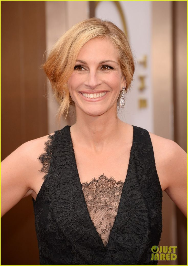 Julia Roberts - Oscars 2014 Red Carpet...love the neckline