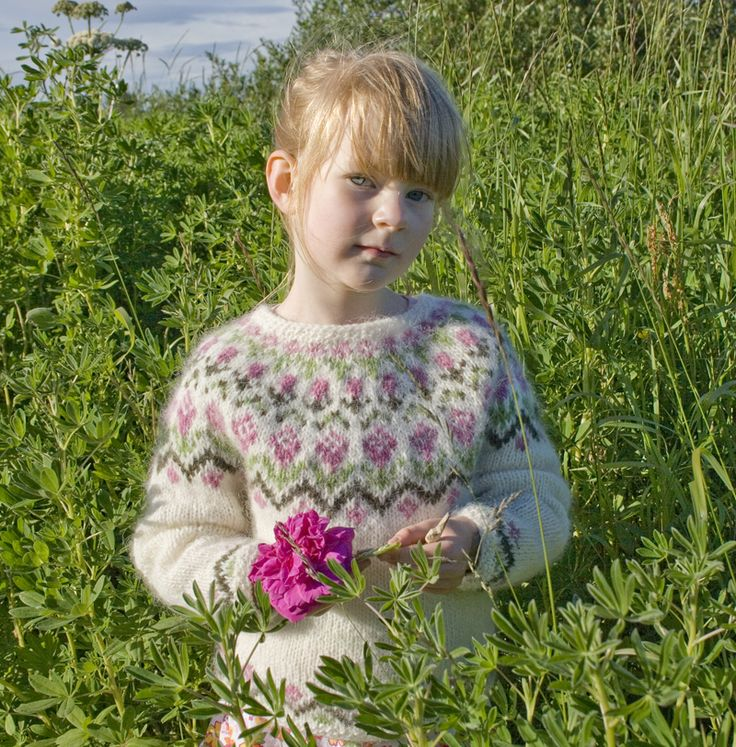 """Rosa"" lopi sweater FREE KNITTING PATTERN! from the very generous Sarah Dearne (A sunny day in Reykjavik) - on Ravelry, too."