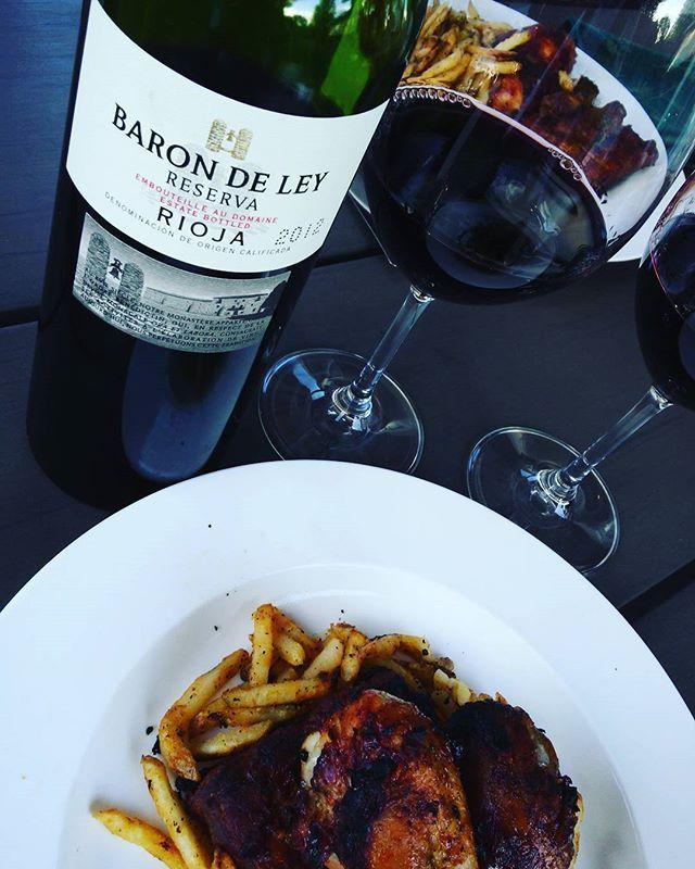 #bbq time ! pilon de poulet, Côte levées et frites avec un #vin de #tannins velouté a charnue délicieux. #tempranillo...