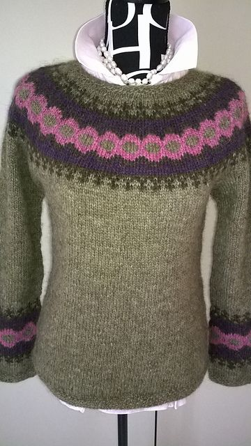 Ravelry: Project Gallery for Top Down Lett-Lopi Vest pattern by Chris Wass