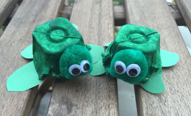 Egg carton turtles! How cute are these?! #kidscraft #eggcartons #craftykids #motheringmatters
