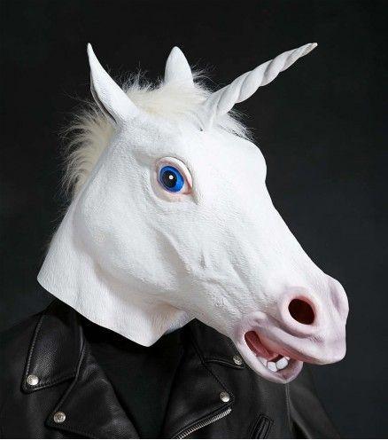 Qui a dit que les licornes n'etaient pas réelles ? Prouvez-le à tout le monde avec ce masque licorne magique. Parfait pour un fête costumée.
