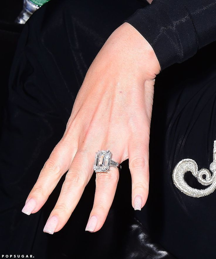See Photos of Mariah Carey's Blindingly Gorgeous 35-Carat Engagement Ring