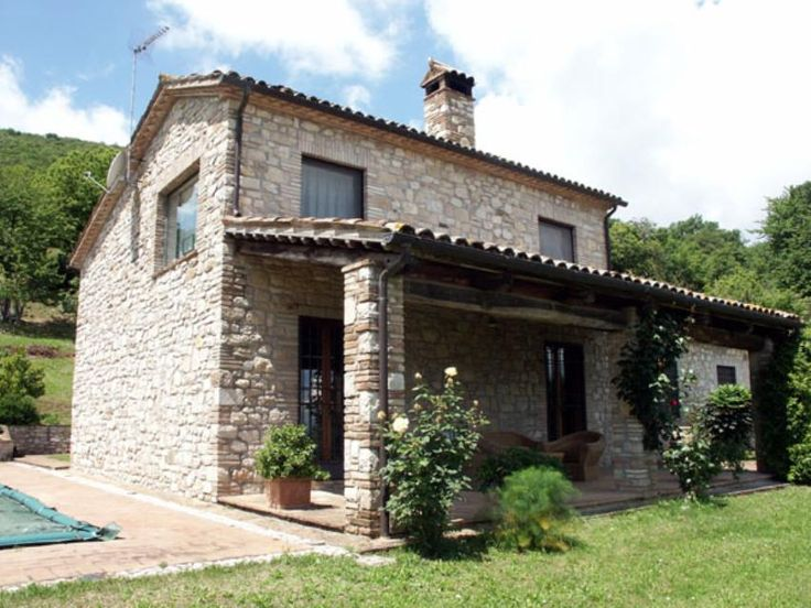 Renovated country house with swimming pool Ref 587, Avigliano Umbro, Umbria. Italian holiday homes and investment property for sale.